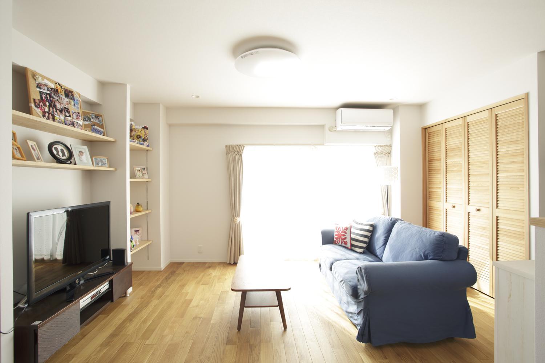 S邸・二人のベビーのために、安心で快適な住まいの部屋 日当りのいい明るいリビング
