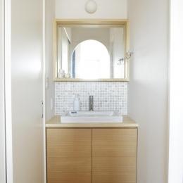 S邸・二人のベビーのために、安心で快適な住まい (シンプルな洗面室)