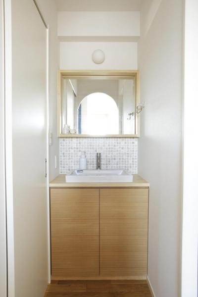 シンプルな洗面室 (S邸・二人のベビーのために、安心で快適な住まい)