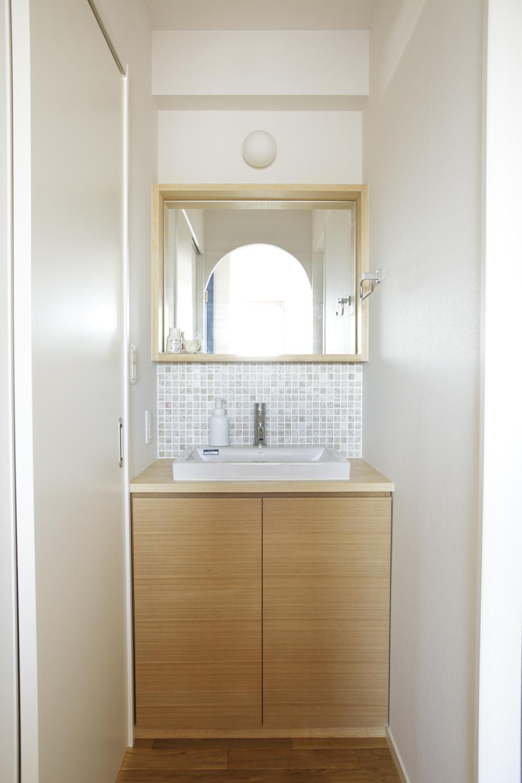 S邸・二人のベビーのために、安心で快適な住まいの部屋 シンプルな洗面室