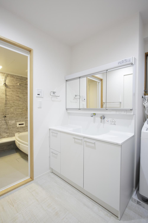 S邸・二人のベビーのために、安心で快適な住まいの部屋 洗面・浴室