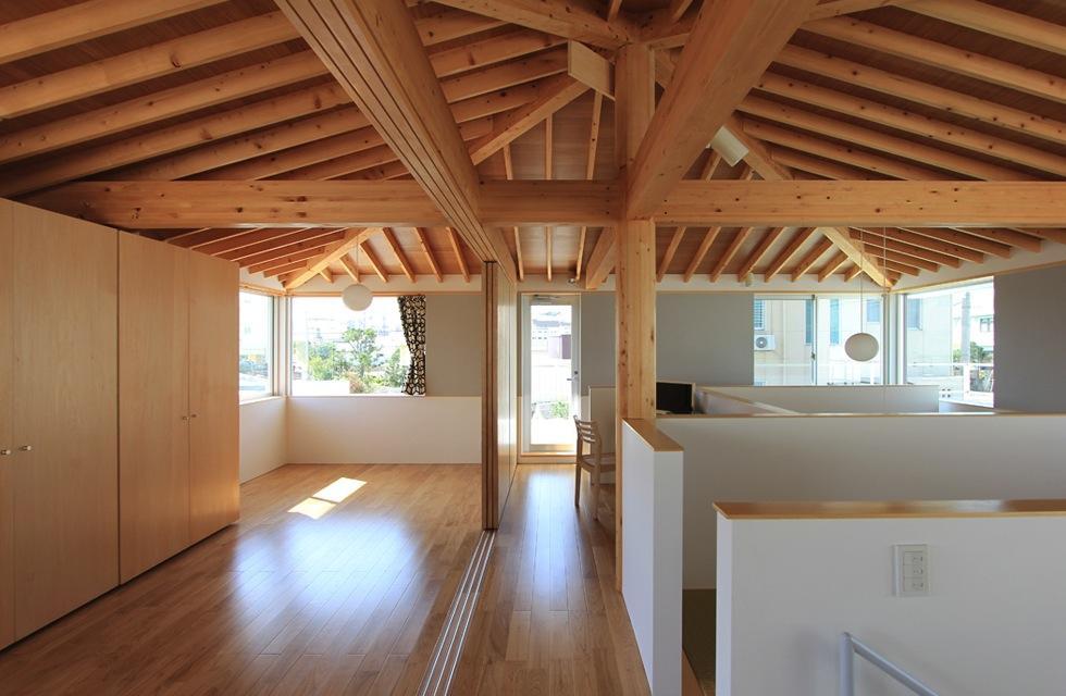 建築家:西和人「『木の下のマテリアル』柔らかさ、しなやかさをもつ住まい」