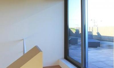 屋上への出入り口|『緑中の谷』屋上ジャグジーのある楽しい住まい