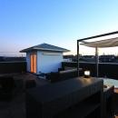 『緑中の谷』屋上ジャグジーのある楽しい住まいの写真 ジャグジーのある屋上広場