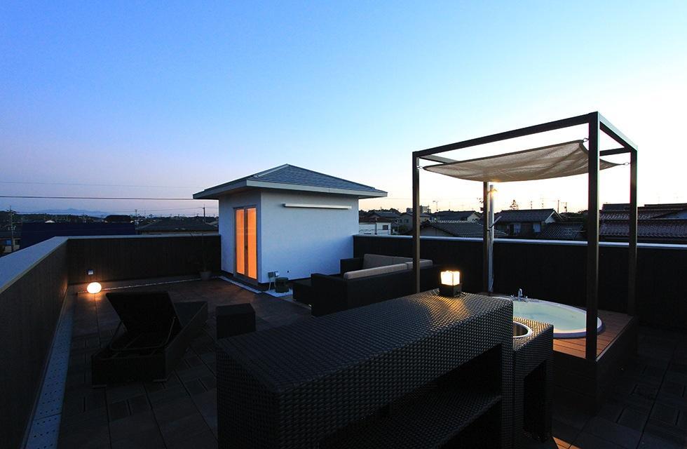 建築家:西和人「『緑中の谷』屋上ジャグジーのある楽しい住まい」