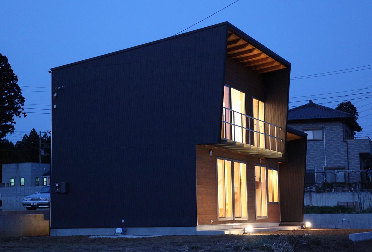 『水戸の家』家族をつなげる住まいの部屋 水戸の家夜景-2