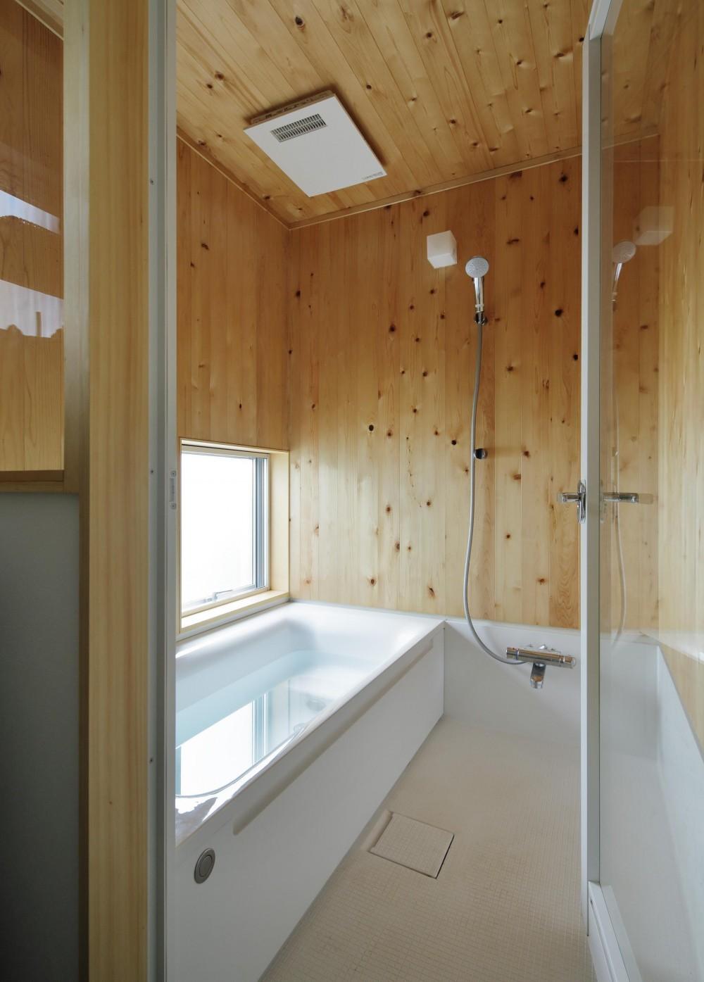 MYーhouse つくば (内装に木を使用した浴室)