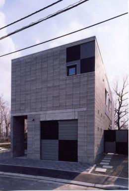 『グレイの家』景観を取り込む住まい (外断熱CB造の外観-1)