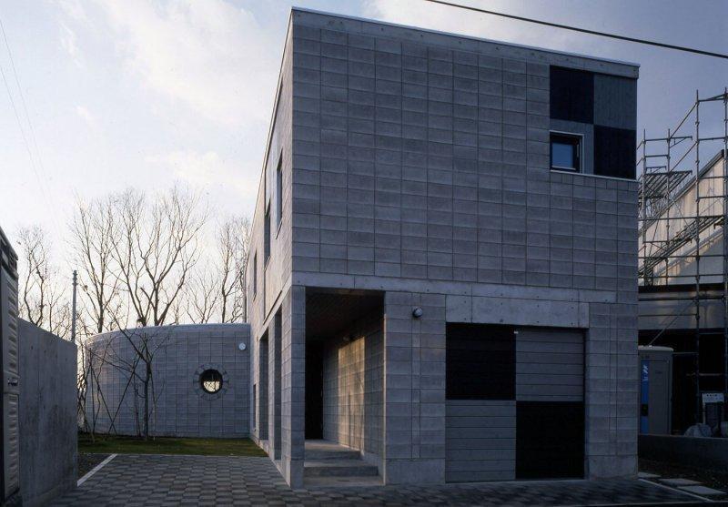 『グレイの家』景観を取り込む住まいの部屋 外断熱CB造の外観-2