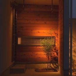 『西条の家』中庭のある家 (浴室前の坪庭)