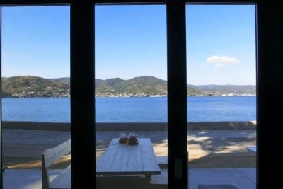 海を眺めリゾート気分を味わえる住まい (『安芸津の家』島のリゾートハウス)
