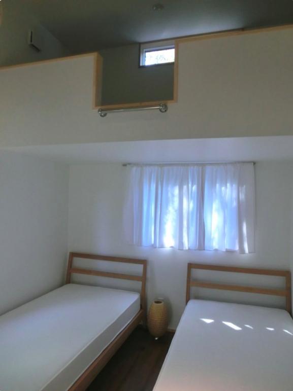 『安芸津の家』島のリゾートハウスの写真 ロフト付きゲストルーム-1