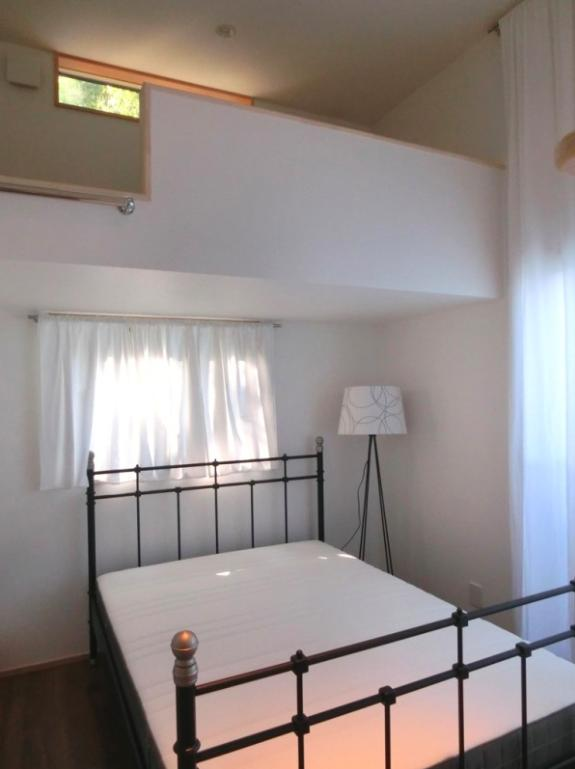『安芸津の家』島のリゾートハウスの写真 ロフト付きゲストルーム-2
