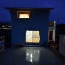 優しい灯りが家族を迎える家