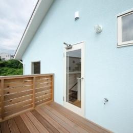 『八本松の家』落ち着きと開放感を併せもつ家 (2階ウッドデッキ)