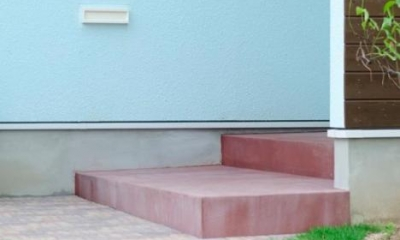 煉瓦の小道が可愛いアプローチ|『八本松の家』落ち着きと開放感を併せもつ家