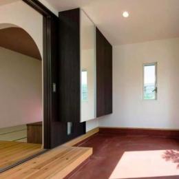 『八本松の家』落ち着きと開放感を併せもつ家 (リビングの一部になる玄関)