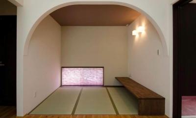 リビングの一角に畳コーナー|『八本松の家』落ち着きと開放感を併せもつ家