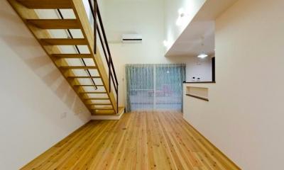 無垢杉フローリングのリビング 『八本松の家』落ち着きと開放感を併せもつ家