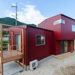 『志和堀の家』スキップフロアのある家 (風景になじむ外観)