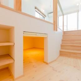 『志和堀の家』スキップフロアのある家 (セカンドリビングの床下収納スペース)