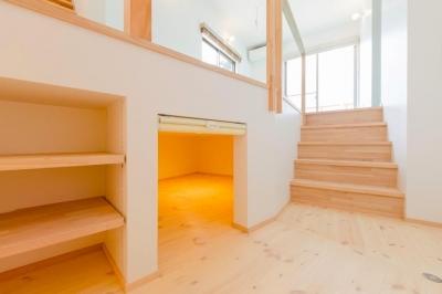 セカンドリビングの床下収納スペース (『志和堀の家』スキップフロアのある家)