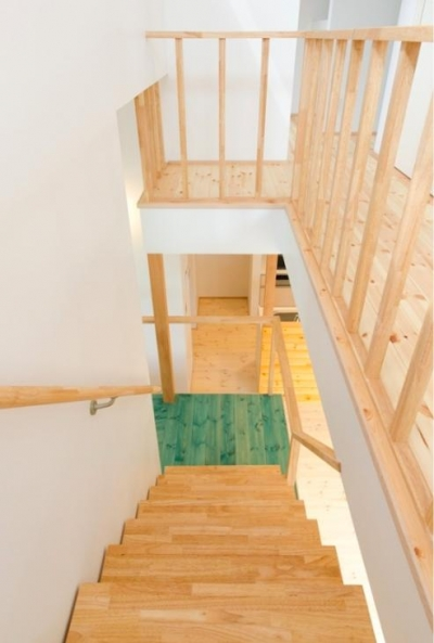 明るい階段ホール (『志和堀の家』スキップフロアのある家)