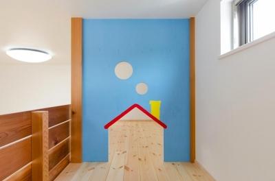子供部屋のロフトは遊び場に (『志和堀の家』スキップフロアのある家)