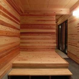 『江田島の家』築70年古民家のリノベーション (抜けの良い広々玄関ホール)