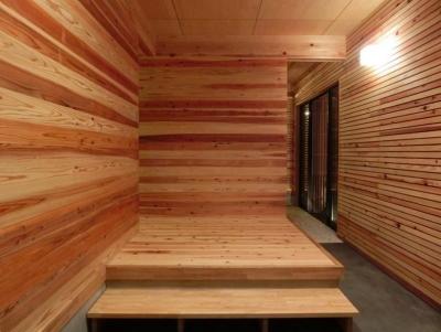抜けの良い広々玄関ホール (『江田島の家』築70年古民家のリノベーション)