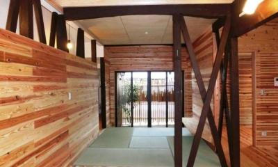 光を取り込む畳コーナー・坪庭|『江田島の家』築70年古民家のリノベーション