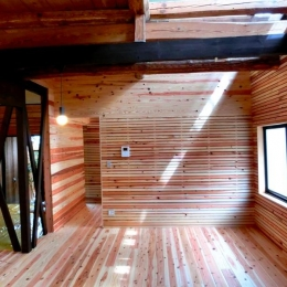 広くて明るいリビングダイニング (『江田島の家』築70年古民家のリノベーション)