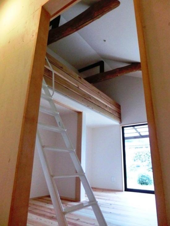 『江田島の家』築70年古民家のリノベーション (ロフト付きの子供部屋)