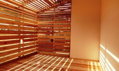 木製ルーバーのサンルーム|『江田島の家』築70年古民家のリノベーション