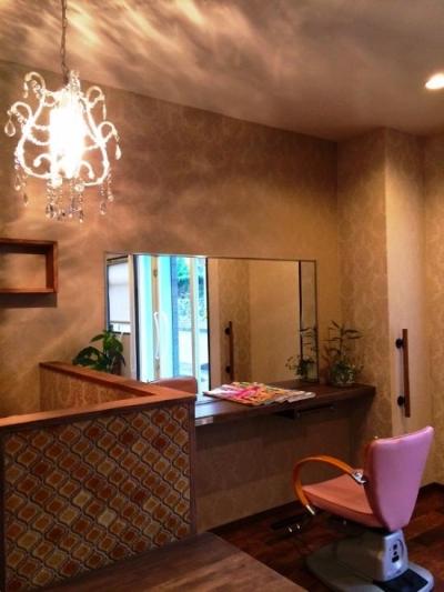 オープンタイプの客席 (『ヘアガーデンナナ』開業20年目の美容室リニューアル工事)