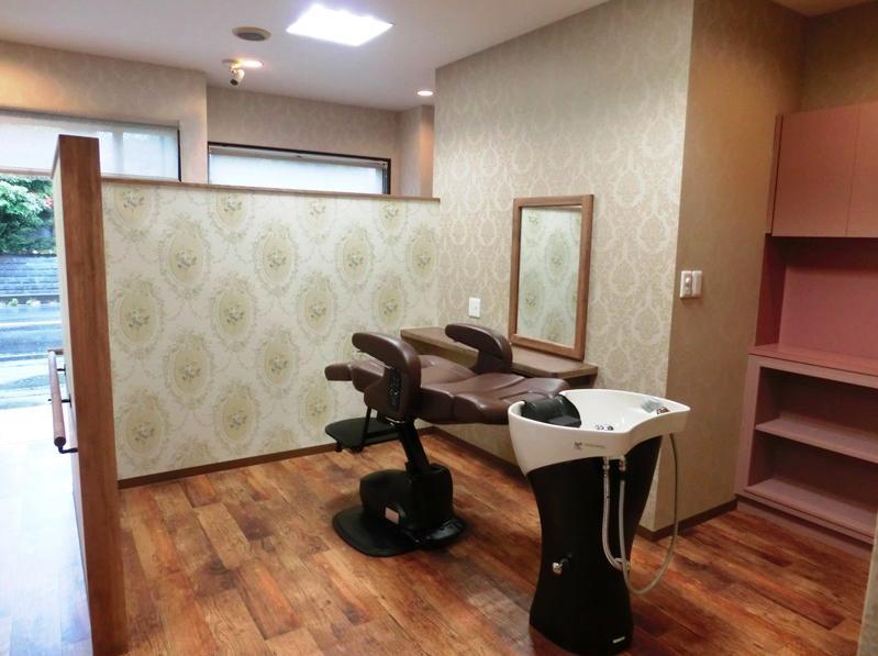『ヘアガーデンナナ』開業20年目の美容室リニューアル工事の部屋 同じ場所でシャンプー・カット・セットが可能