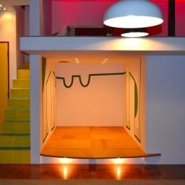 『CAFE&BAR COLR』厨房を拡張、カウンター席を個室に (宙に浮いたような個室)