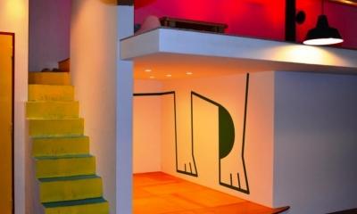 イラストの描かれた個室|『CAFE&BAR COLR』厨房を拡張、カウンター席を個室に