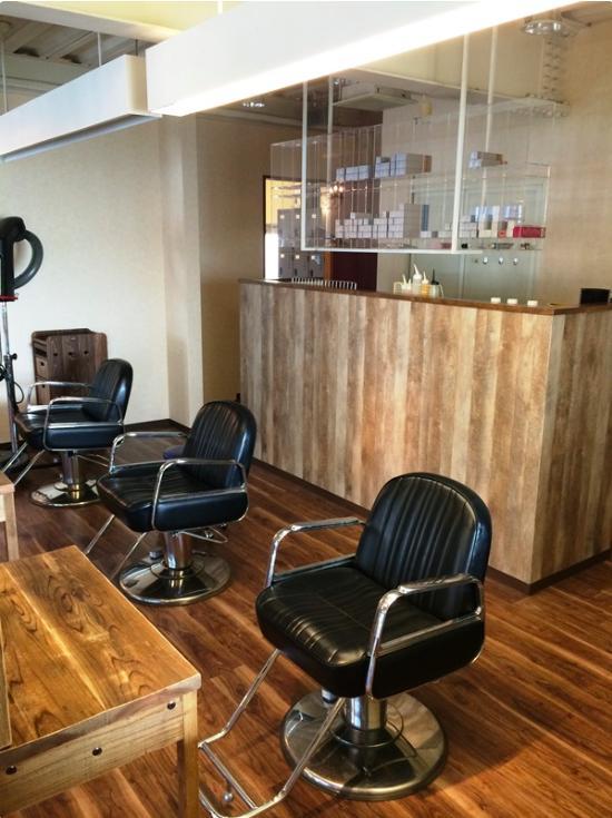 『HAIR & MAKE TRUTH』美容室のリニューアル&移設の部屋 ウッディなインテリア