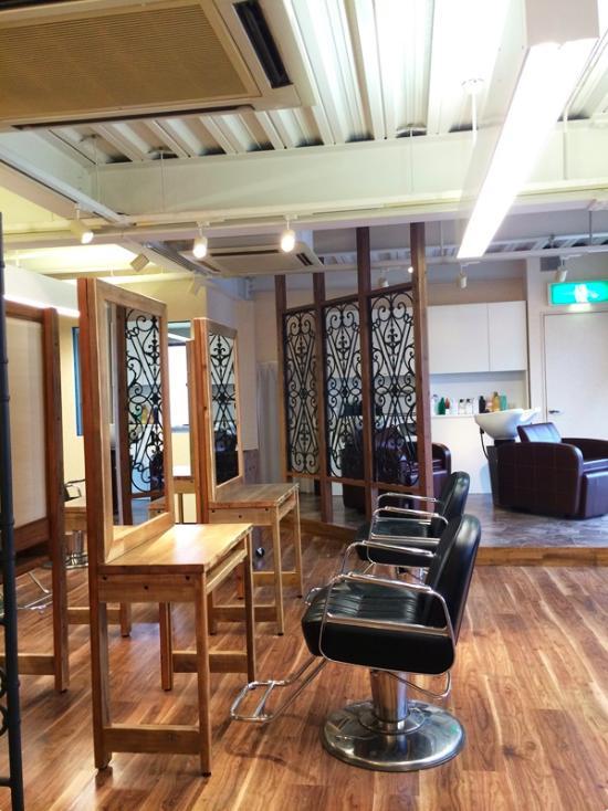 『HAIR & MAKE TRUTH』美容室のリニューアル&移設の部屋 奥には新設のシャンプー台