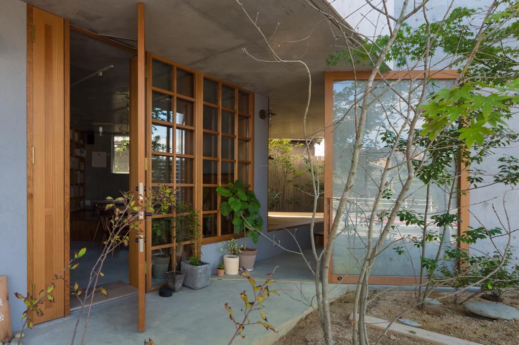 器屋のある住まいの部屋 お店入口・住居入口