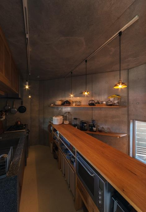 器屋のある住まい (カフェ風キッチン)