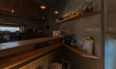 器屋のある住まい (朝食スペース)