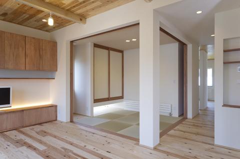 四季を楽しむ家の部屋 畳コーナー-open