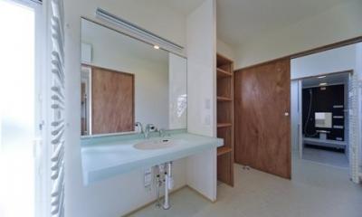 開放的な洗面所|四季を楽しむ家