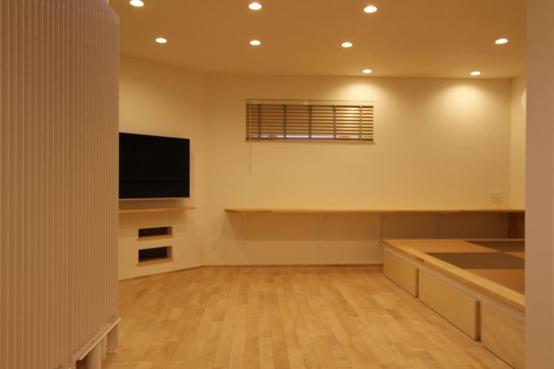 『Love House』こだわりの詰まった可愛らしい住まいの写真 リビング・畳スペース