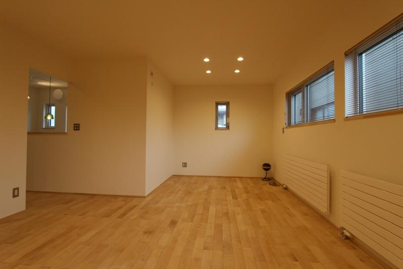 『Love House』こだわりの詰まった可愛らしい住まいの写真 シンプルな2階洋室
