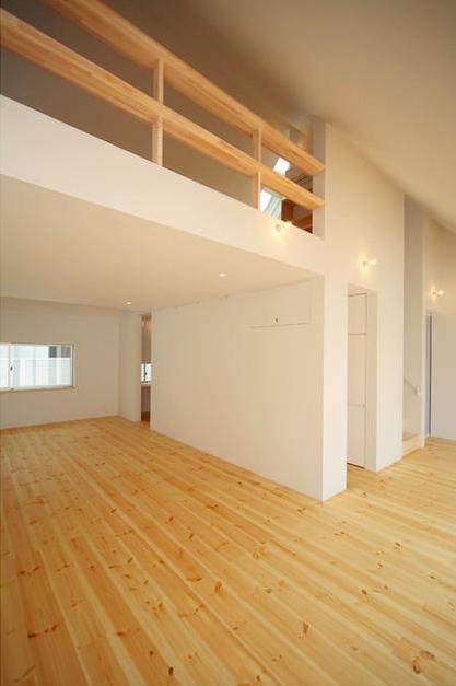 『Ka-house』家を巡る楽しさのある二世帯住宅の部屋 子世帯-吹き抜けの大空間リビング1