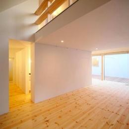 『ひとやまはん。』家を巡る楽しさのある完全分離二世帯住宅-子世帯-吹き抜けの大空間リビング2