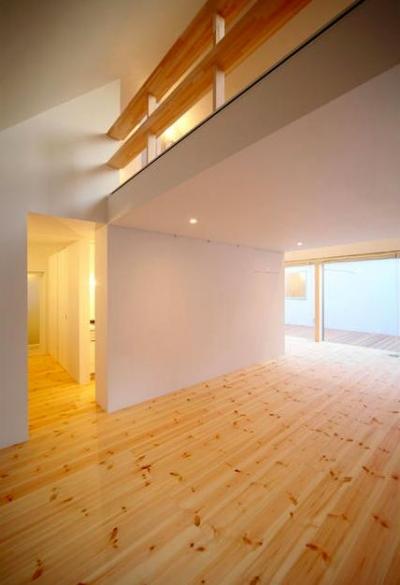 子世帯-吹き抜けの大空間リビング2 (『Ka-house』家を巡る楽しさのある二世帯住宅)